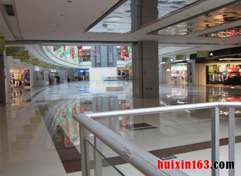 商场在装修的时候要注意大堂的空间布局,各个区域所占的比例