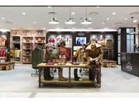 300平米Aigle服装专卖店效果图 (6)