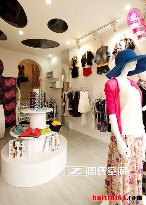 73平米服装专卖店装修设计效果图