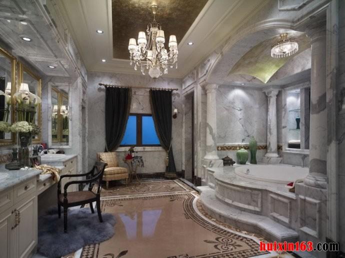 在别墅里面卫生间的设计要更加的奢华一些,浴缸的区域可以设计成一个漂亮的带有装饰柱和拱门的单独的区域,开阔的空间让人感受到公主般的奢华感受。在浴缸的另一边是奢华的梳妆台的设计,宽阔的空间爱你的地面上是自流平的地面加上特殊的地面漆刷成的简约的花纹。