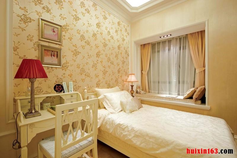 明亮温暖的卧室空间设计