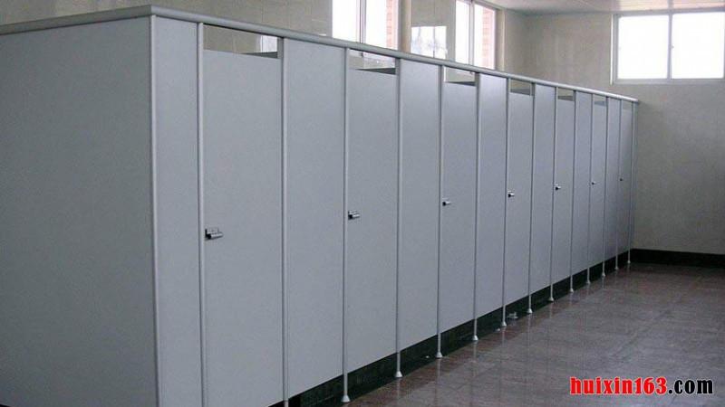 卫生间隔断门尺寸大小是多少?