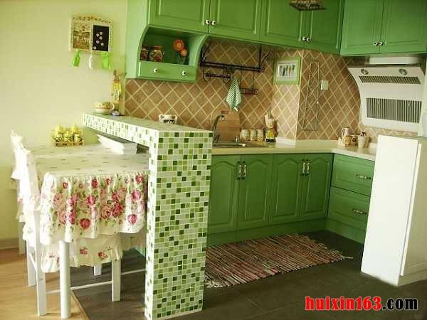 浅绿色欧式背景墙